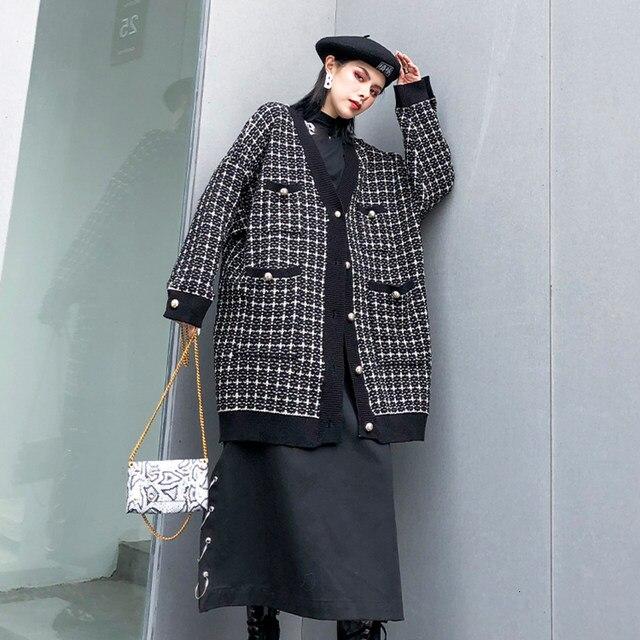 [EAM] black plaid big size Knitting Cardigan Sweater Loose Fit V-Neck Long Sleeve Women New Fashion Autumn Winter 2019 1K356 37