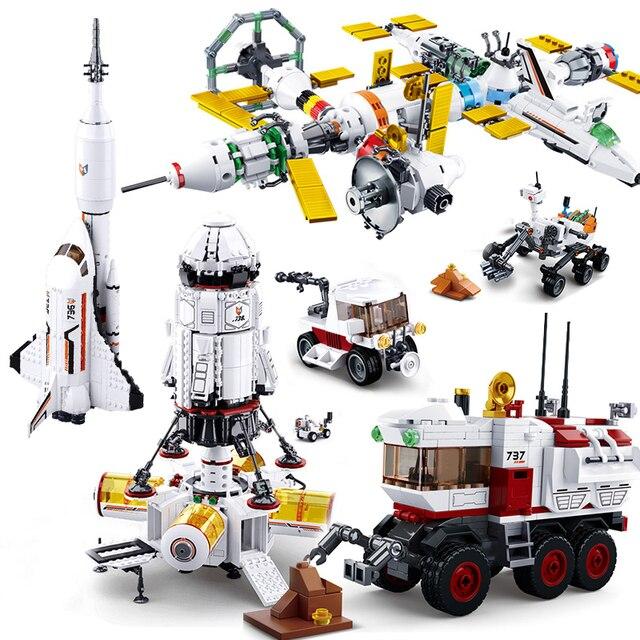 สถานีอวกาศจรวดLunar LanderยานอวกาศSpace Shuttleเรือตัวเลขอาคารอิฐบล็อกของเล่นสำหรับของขวัญเด็ก