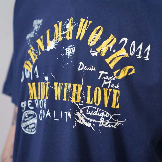 Loose style t-shirt with graffiti print