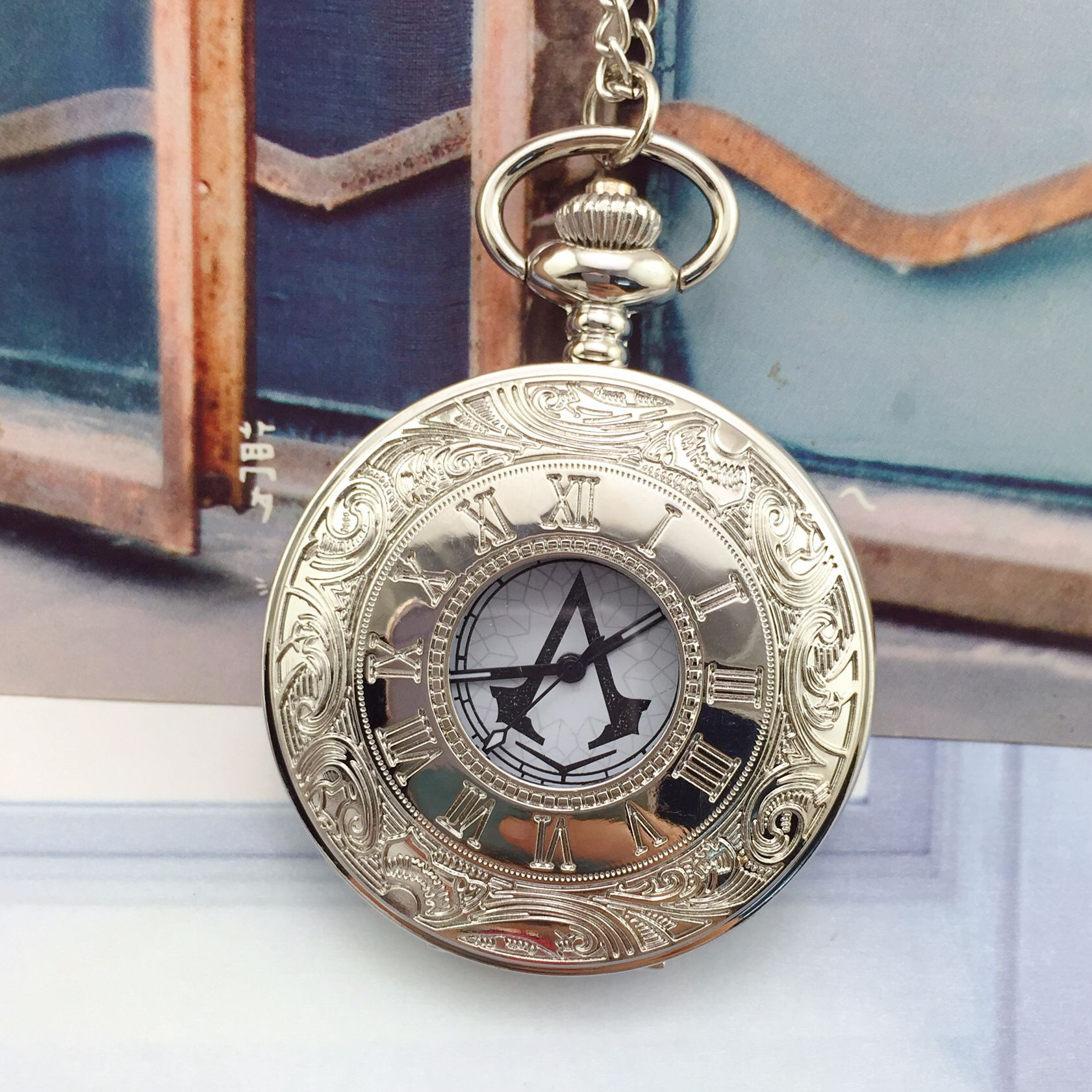 2018 AliExpress Hot Selling Assassin's Creed Assassin Lawrence Pocket Watch Retro Necklace 2-Color Pocket Watch Thallium Table