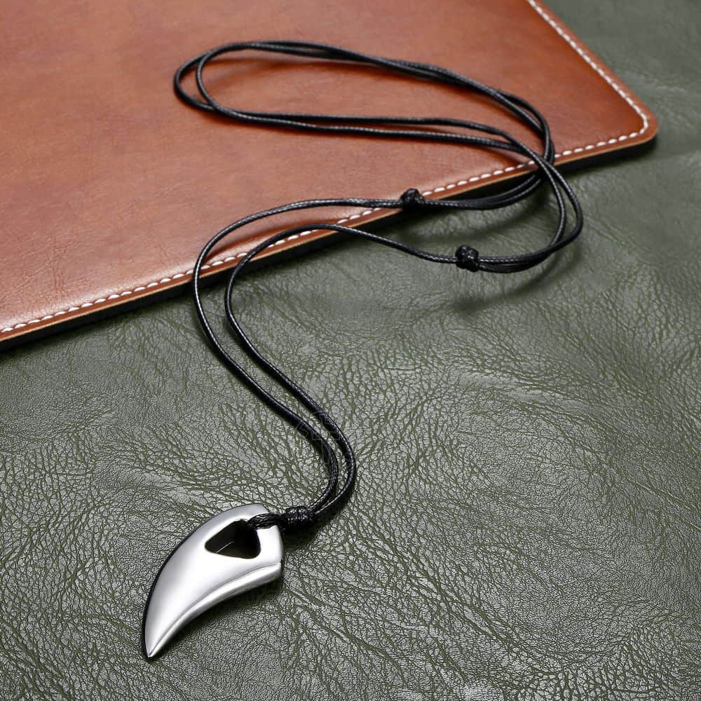 Fashionable Wolf Tooth Gold Pendant