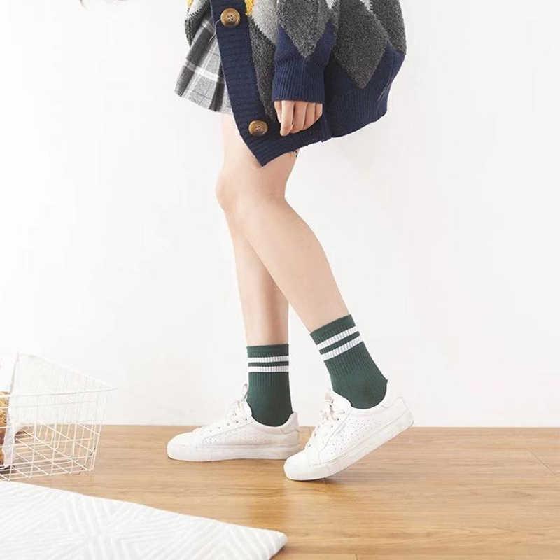 10 Pair/lot Lucu Happy Wanita Katun Longgar Striped Kru Kaus Kaki Gadis Harajuku Desain Retro Kaus Kaki Putih Hitam Warna Permen