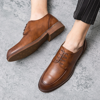 Modne buty do biura Homme Outdoor Sneakers luksusowe buty dla mężczyzn popularne męskie sznurowane Casual wskazał modne skórzane buty * tanie i dobre opinie EUDILOVE Prawdziwej skóry Skóra bydlęca Lace-up Pasuje prawda na wymiar weź swój normalny rozmiar Oksfordzie Stałe