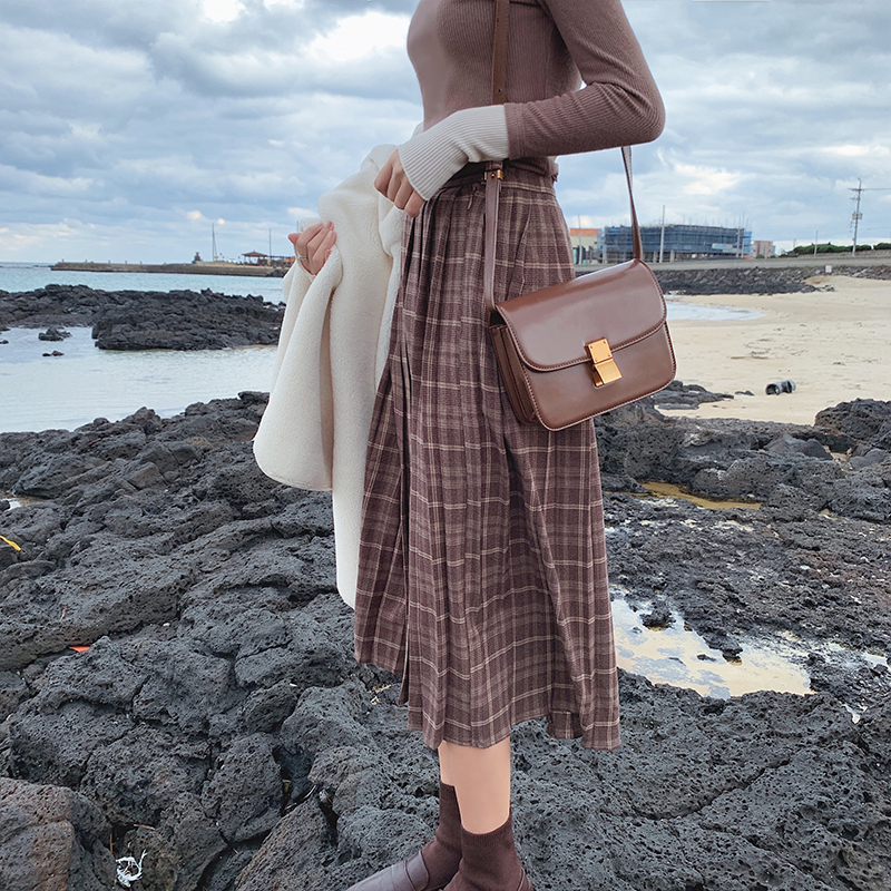 MISHOW Atumn Winter Vintage Style Plaid Skirt Women High Waist Caual Pleated Skirt  MX19D1729