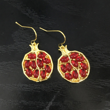 Vintage Fruit Fresh Red Garnet Earrings Classic Gold Color Resin Stone Pomegranate Dangle Earring Jewelry for Women Best Gifts
