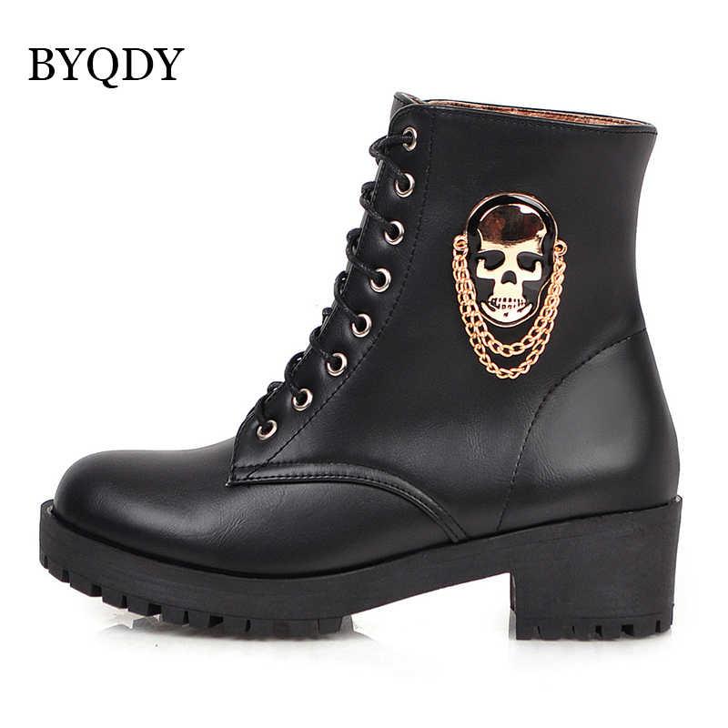 BYQDY kadın yarım çizmeler kafatası sokak Lace Up platformu botları yeni kalın topuklu bayan ayakkabıları sonbahar kış kürk yuvarlak ayak kısa çizme