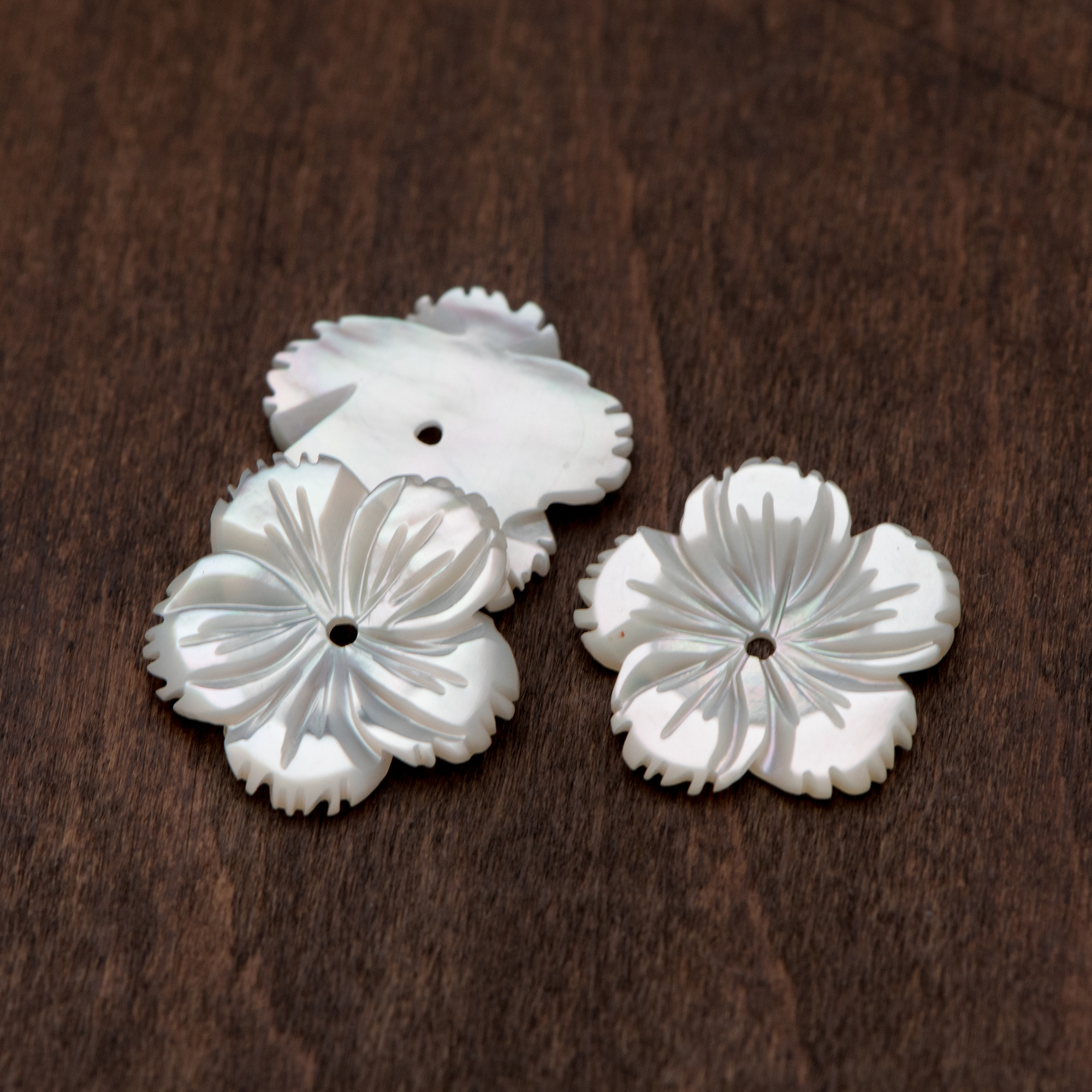 15mm White Shell Flower bead Natural MOP Shell Flower beads,hand carved flower beads,100pcs