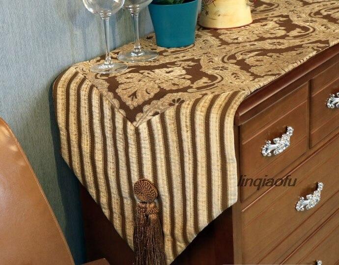 Chemin de table classique de luxe à deux têtes avec pompon, nappe de table drapeau serviette de lit longue piste sur la table - 3