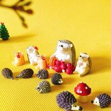 Cogumelo ouriço com frutas/fada do jardim gnome/musgo terrário decoração home/artesanato/bonsai/modelo do brinquedo para as crianças/miniaturas/figurine