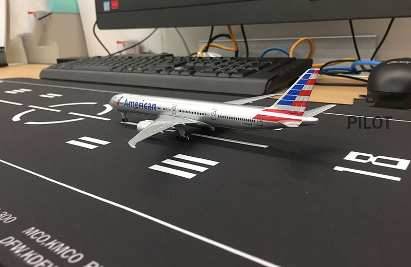 1:400 Airport Passenger Aircraft Runway Model Civil Airliner Airbus Boeing Plane Model Aircraft Scene Display Toy Also Mouse Pad