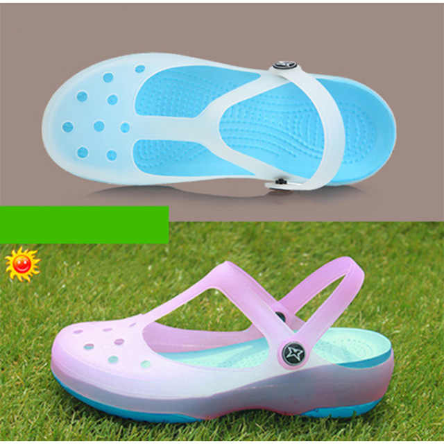 Yaz kadın sandalet jöle bahçe düz ayakkabı su geçirmez yumuşak ışık slaytlar kadın ayak bileği toka terlik rahat plaj ayakkabısı