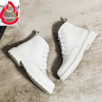 Miękkie Split skórzane damskie białe botki buty motocyklowe damskie jesienne buty zimowe kobieta Punk buty motocyklowe 2020 wiosna tanie i dobre opinie MAGIRST CN (pochodzenie) Skóra Split ANKLE Wiązanej krzyżowe Stałe Plac heel NONE Okrągły nosek Wiosna jesień RUBBER