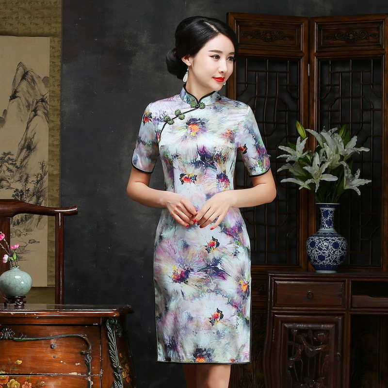 2019 The New Floor-length Scalloped Direct Selling Cheongsam Embroidered Fashion In High-grade Cultivate Morality Sleeve Silk