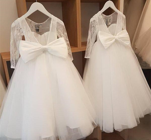 Blanc à manches longues dentelle fleur filles robes robes de bal dos nu avec noeud dos à manches longues baptême fille robe vraie Photo