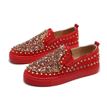 Купить с кэшбэком OQC Bling Women Flats Shoes Crystal Rivets Soft PU Leather Loafers New Ladies Round Toe Flat Heel Casual Slip-on Lazy Shoes D25