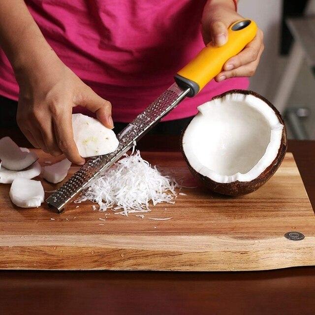 Pro râpe à citron aux agrumes et fromage | Râpe à fromage, fromage Parmesan, citron, gingembre, ail, noix de muscade, chocolat, légumes, Fruits tranchants