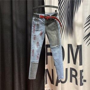 Европейский Новый Тяжелый горячий бурение буквы джинсы для женщин 2020 Весна плотно прилегающие узкие брюки для студентов девушек узкие длин...