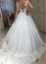 Кружевное свадебное платье с аппликацией из бисера Тюлевое открытой