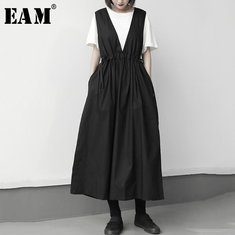 [EAM] Women Black Drawstring Pleated Long Strap Dress New V-Neck Sleeveless Loose Fit Fashion Tide Spring Summer 2020 1U304