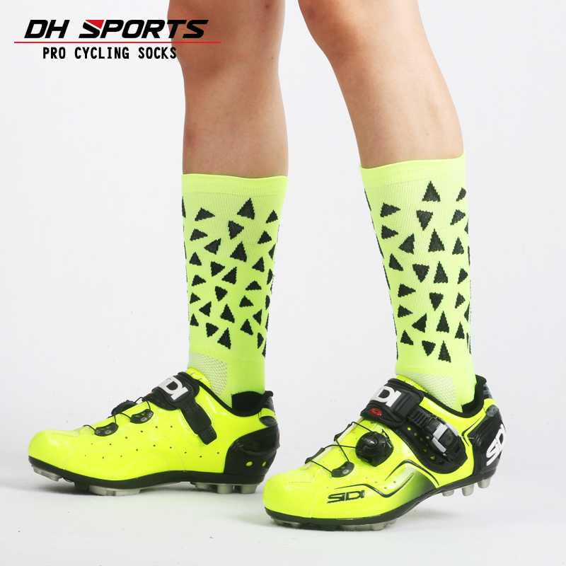 New High Quality Professional Cycling Socks Road Bicycle Socks Outdoor Brand Racing Bike Compression Socks Calcetines Ciclismo