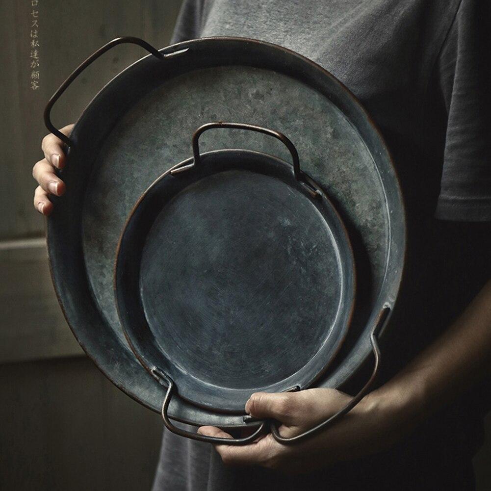 European Retro Metal Plate With Handles Handcrafted Round Wrought Vintage Storage Bread Dessert Tray Home Decor Garden Restauran