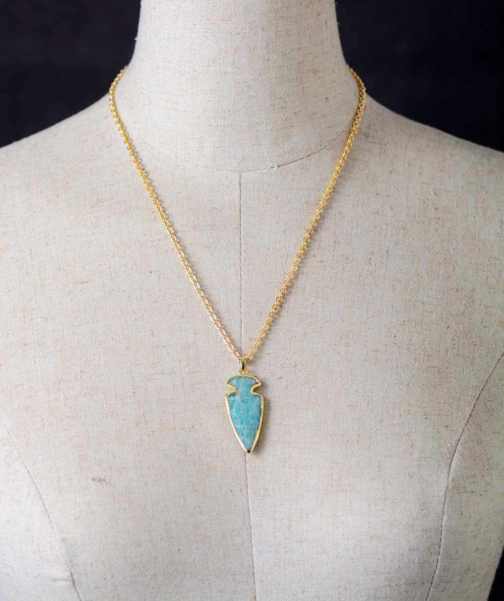 矢じりペンダントネックレスアマゾナイトゴールドトーンチェーンチャームネックレスユニークな石のジュエリーの女性ボックスダストバッグサイズビジュー