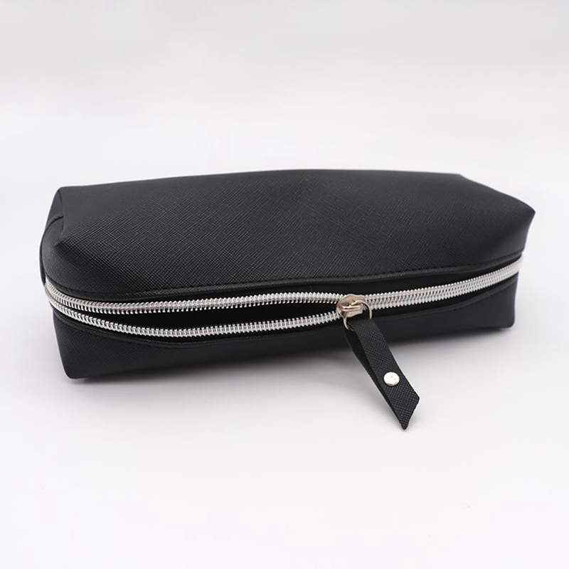 Купить с кэшбэком Big Pencil Case For Boys Black Leather Pencil Cases For Girls Cute Big Capacity Zipper Pencil Box Cosmetic Bag School Supplies