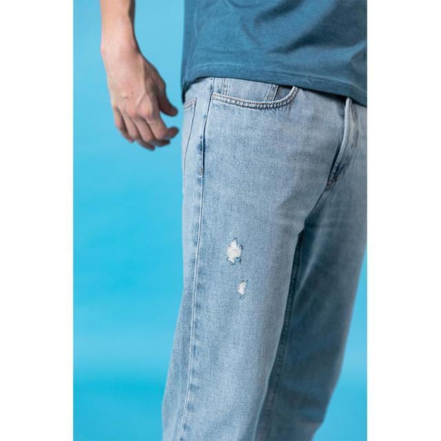 Tapered ripped jeans for summer in light blue