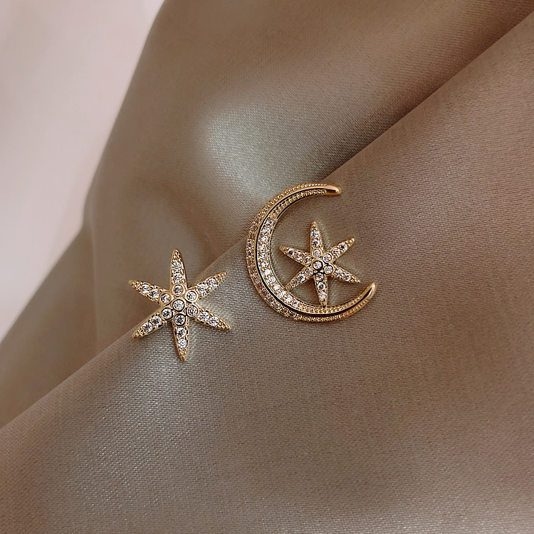 Fashion Asymmetric Hollow Out Moon Star Stud Earrings Geometric Rhinestone Earrings Prevent Allergy Women Jewelry
