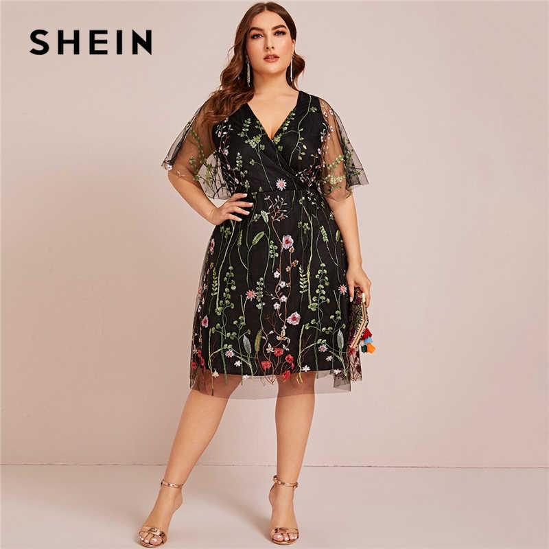 SHEIN PLUS ขนาดดอกไม้ปักตาข่ายสีดำชุดเดรสผู้หญิงฤดูร้อนครึ่งแขน V คอ Empire Elegant MIDI Flared Dresses