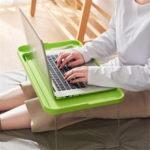 Mesa de mesa de mesa de estudo do entalhe de cartão do telefone móvel criativo com suporte de copo, mesa portátil do portátil da cama