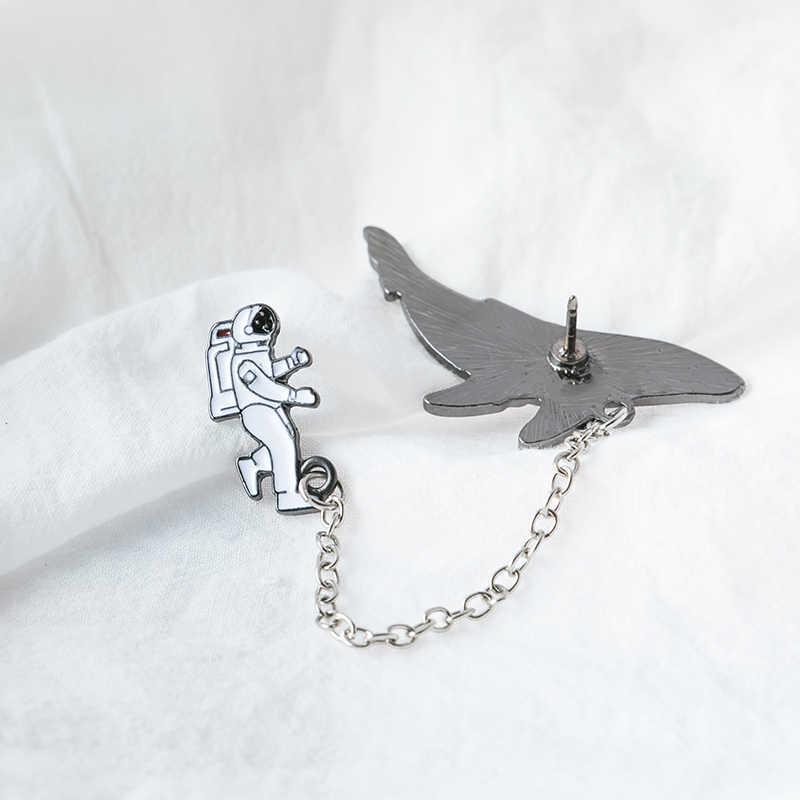 Moda popular espacio cósmico ballenas insignia metal aleación ramillete astronauta goteo broche cuello para ropa pin act the role ofing is