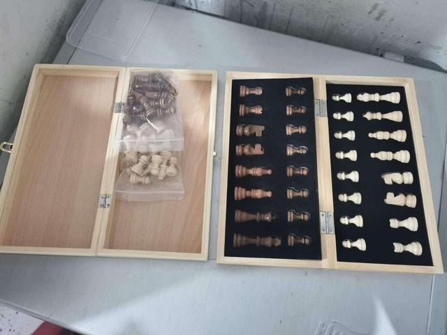 Jeu d'échecs magnétique pliable en bois massif pour débutants 29cm x 29cm 4