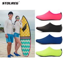 Mężczyźni kobiety buty do wody buty do pływania jednokolorowe letnie buty na plażę Aqua skarpetki nadmorskie kapcie Sneaker dla mężczyzn zapatos hombre tanie tanio STOUREG Pasuje prawda na wymiar weź swój normalny rozmiar Spring2018 Slip-on Początkujący Szybkoschnący Elastycznej tkaniny