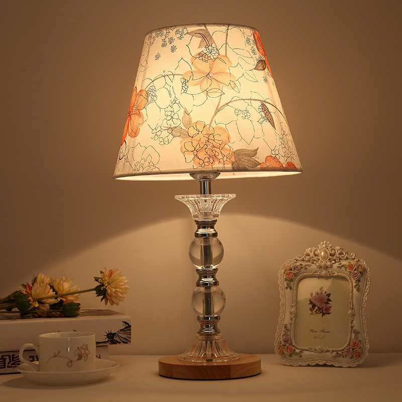 Европейская роскошная Хрустальная настольная лампа, прикроватная лампа для спальни, тканевый ламповый абажур, деревянная основа, жилая настольная лампа