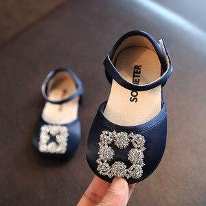 Neue Mädchen Prinzessin Wohnungen Mädchen Schuh Metall Schnalle 1-3 Jahre Altes Kind Semi-sandale Weichen Boden Fest farbe Weibliche Baby Schuhe