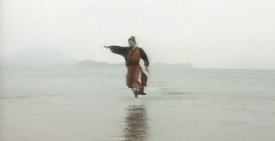 裘千丈水上漂视频