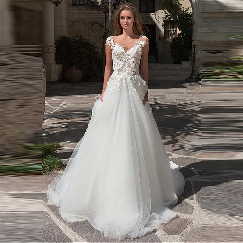 Scoop Short Sleeves V-Shape Lace Appliques Wedding Dresses Bridal Gowns Customized 2020 Long Women Fashion Sheer Soft Tulle