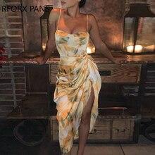 Платье-спагетти с абстрактным принтом и высоким разрезом