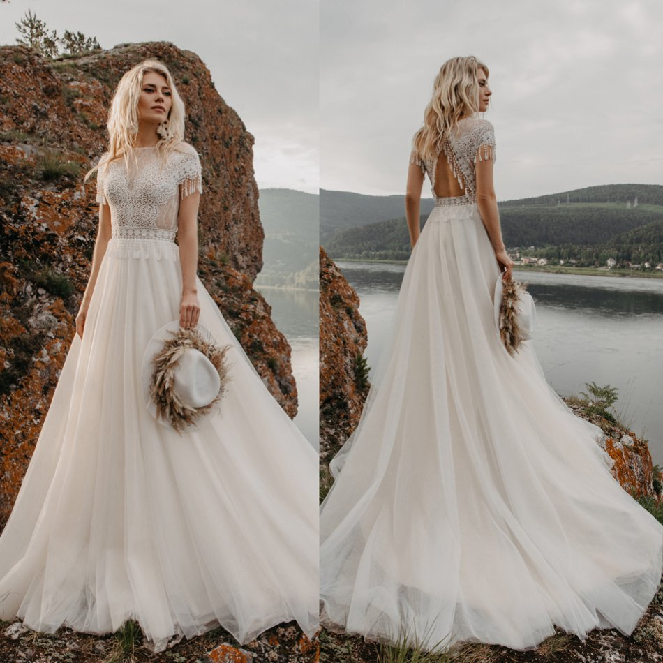 2020 Bohemian Wedding Dresses Short Sleeves Lace Appliques Crystal Bridal Gowns Sweep Train Beach Boho A-Line Wedding Dress