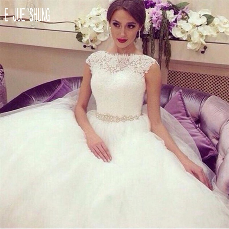 E JUE SHUNG Princess Wedding Dresses Crew Neck Capped Sleeves Crystal Sash Wedding Gowns Vintage Bridal Gown Vestido De Novia