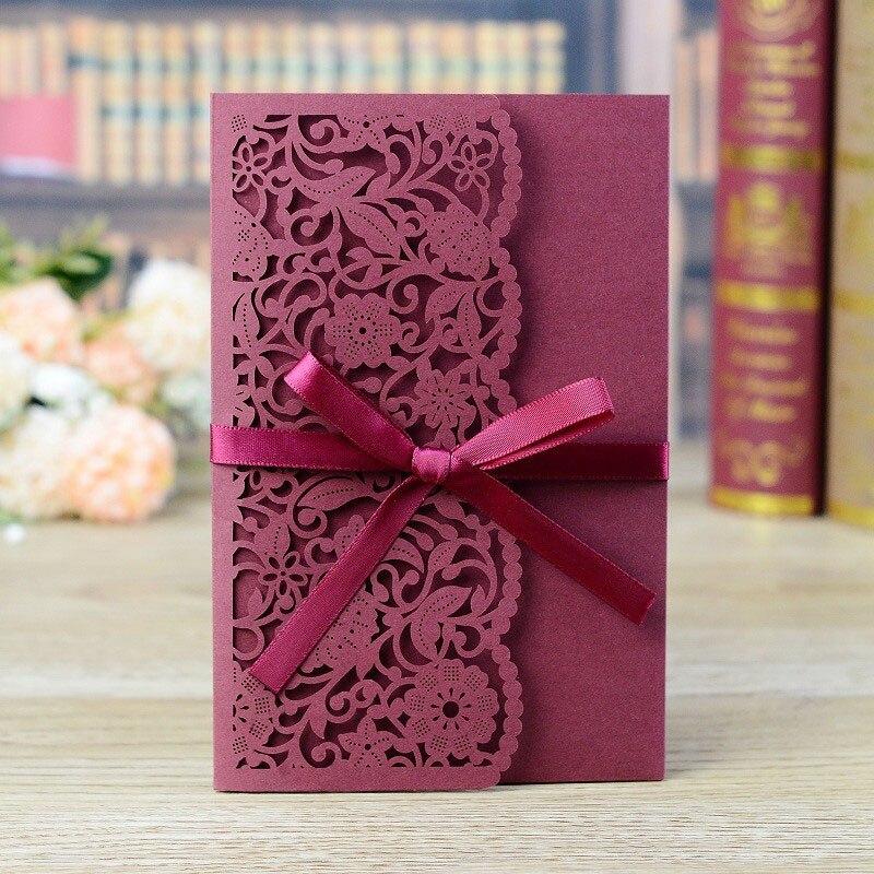 1pcs ตัวอย่างเลเซอร์ตัดบัตรเชิญงานแต่งงานลูกไม้ดอกไม้การ์ดอวยพรปรับแต่งด้วยการ์ด RSVP ริบบิ้น...