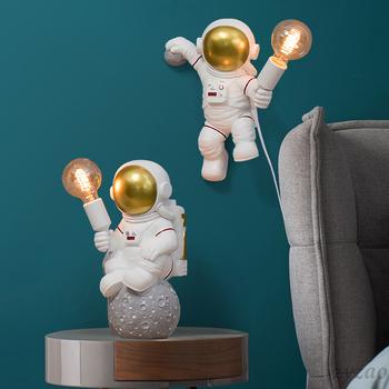 Stacja kosmiczna astronauta lampy stołowe LED dziecięca sen kreatywna lampa biurkowa Baby cartoon sypialnia stół Art Deco żywica lampa księżycowa tanie i dobre opinie ZYZAO CN (pochodzenie) Do sypialni WHITE Wtyczka UE 90-260 v Pokrętło Żarówki LED Europejska Brak Grawerowane Bezcieniowe