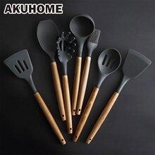 Juego de utensilios de cocina de silicona, herramientas de cocina, espátula, pala, cuchara para sopa con mango de madera, diseño especial resistente al calor