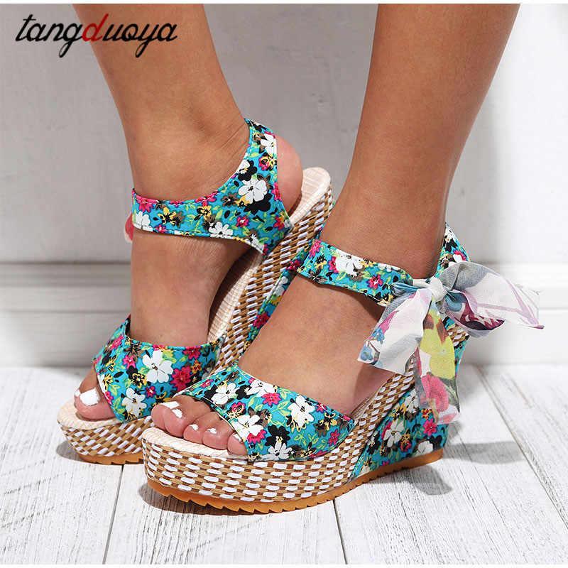 Kadın yaz kama sandalet kadın çiçek ilmek platformu Bohemia yüksek topuklu sandalet moda ayak bileği kayışı açık Toe bayanlar ayakkabı