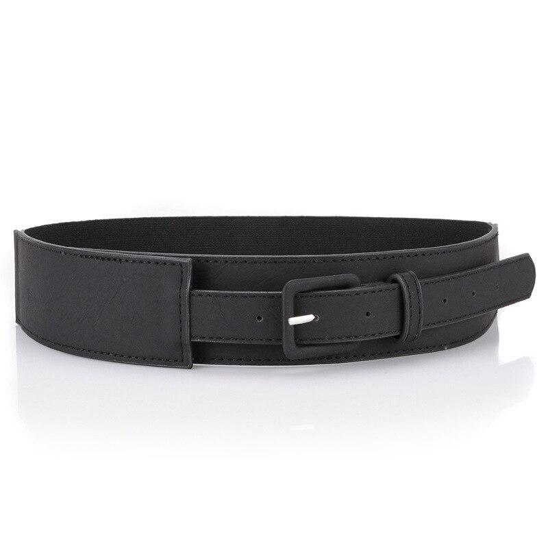Cintura retrò con grande anello di metallo e cinturino con frange a vita sottile