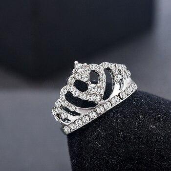 טבעת כתר לנישואין עם קריסטלים
