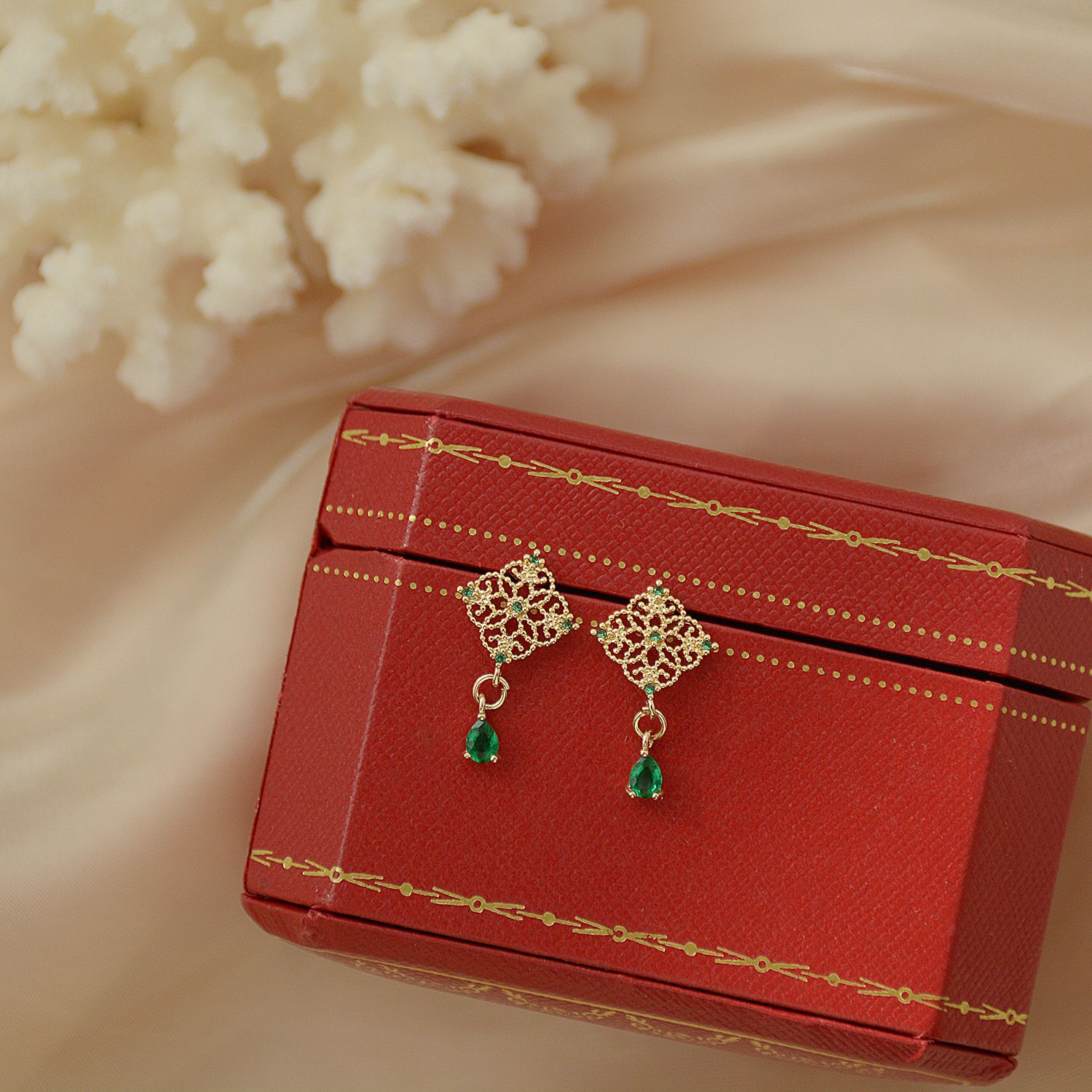14k Real Gold Plated Fashion Jewelery Green Crystal Hollow Metal Exquisite Earrings for Woman Holiday Party Elegant Earring