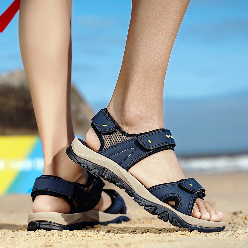 Men Sandals Leather 2020 New Summer Outdoor Mens Casual Shoes Walking Sandals Beach Soft Rubber Mens Shoes Large Sizes Footwear