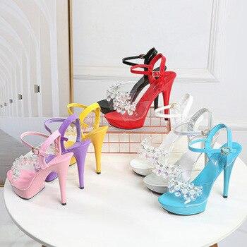 Sandalias de mujer una palabra cinturón 2019 nueva moda de verano 13-15 Cm Red salvaje rojo Sexy tacones altos cristal modelo pasarela Zapatos baile en barra